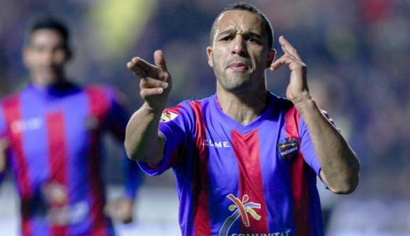 FICHAJE | El delantero marroquí Nabil El Zhar, nuevo jugador de la UD Las Palmas.