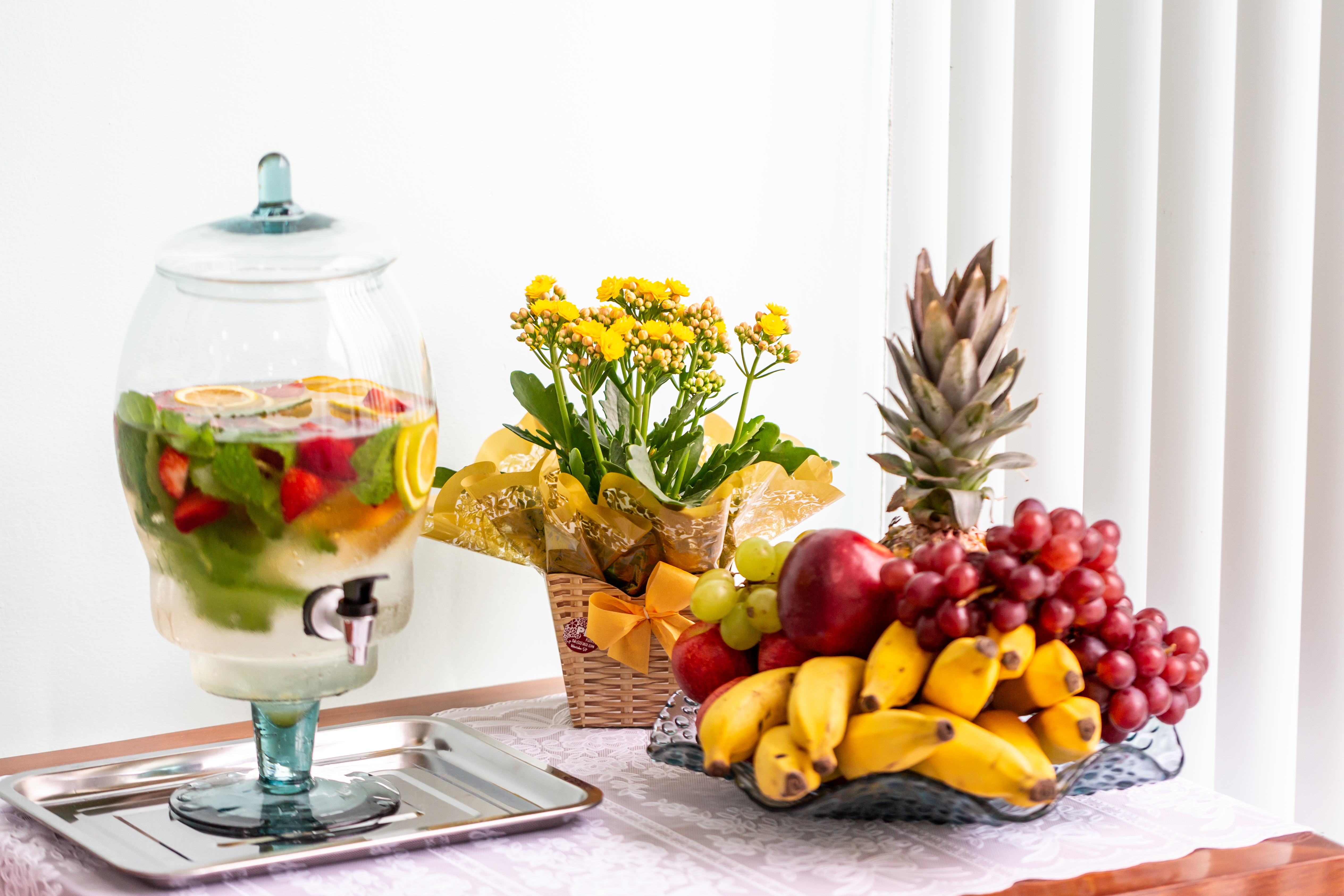 Temos frutas, iogurtes e cereais...
