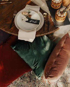 Pillows_ElopementTable_LoneOakBarnShoot2