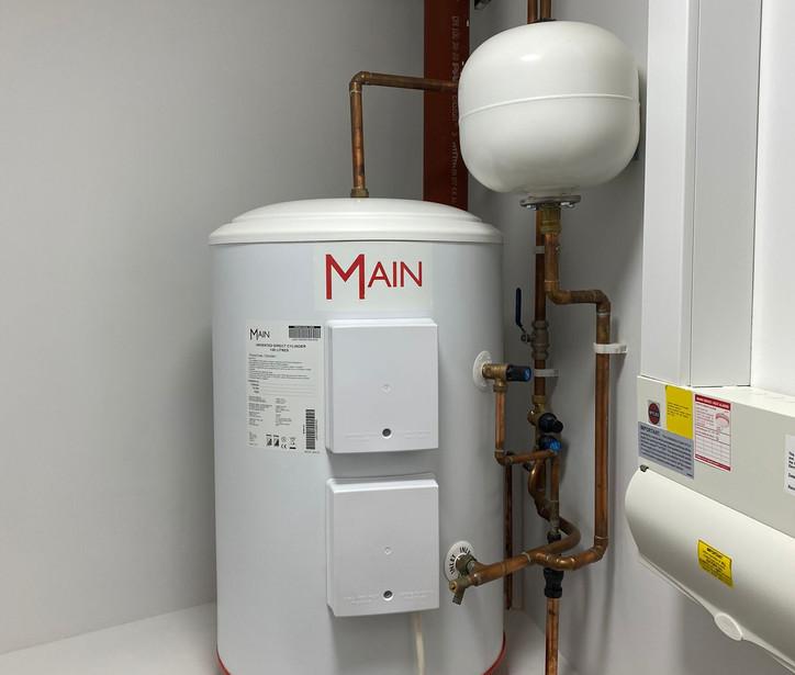 Hot water cylinder installation