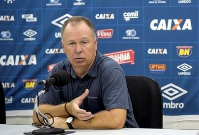 Mano Menezes diz que maratona de jogos atrapalhou desempenho do Cruzeiro contra o América