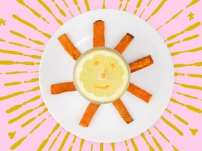 Frites de carottes au cumin et au curry, sauce au yaourt grec