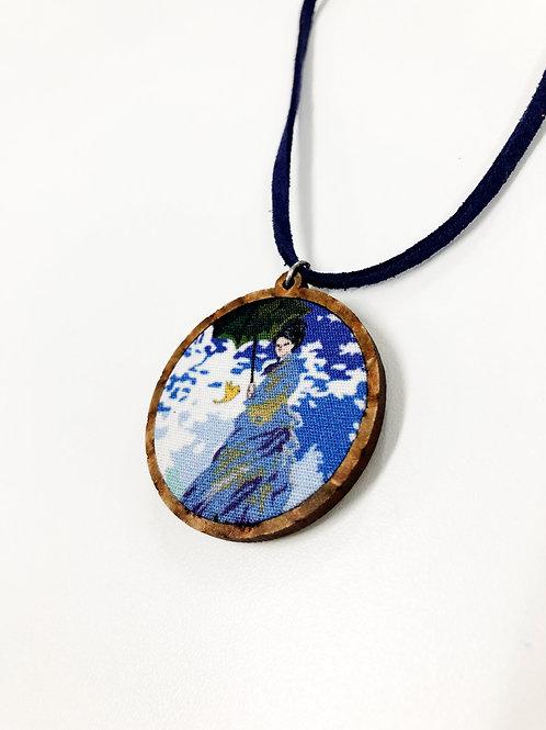 Obra de Arte no Colar - Madame Monet e o Passarinho (Releitura)