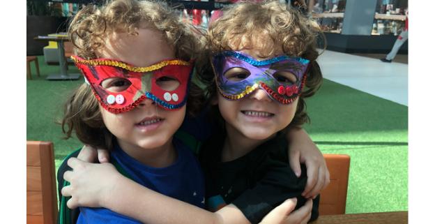 Oficina máscaras de carnaval no Park Shopping Canoas