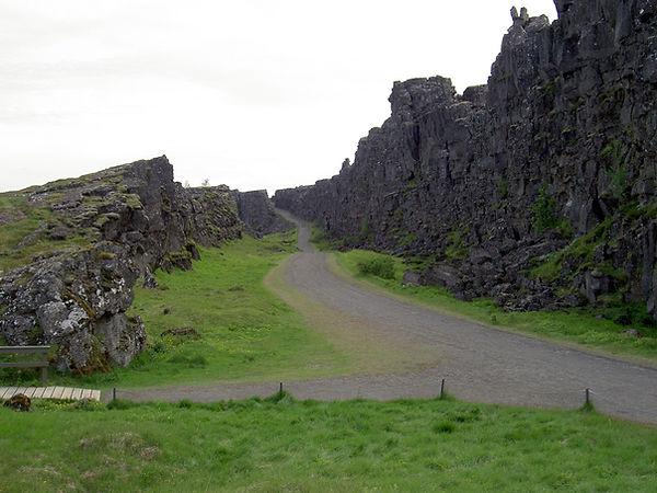 Thingvellir_Iceland_2005.jpg
