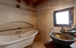 Room 2 bath (2)