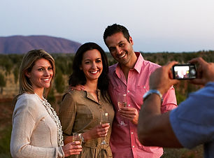 uluru-sunset-wine-with-friends-y11-banne