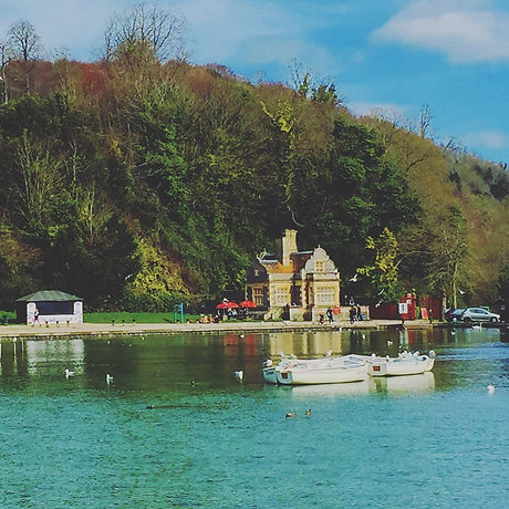 Free activities for children and families Arundel, West Sussex. Lakeside walk and boat hire