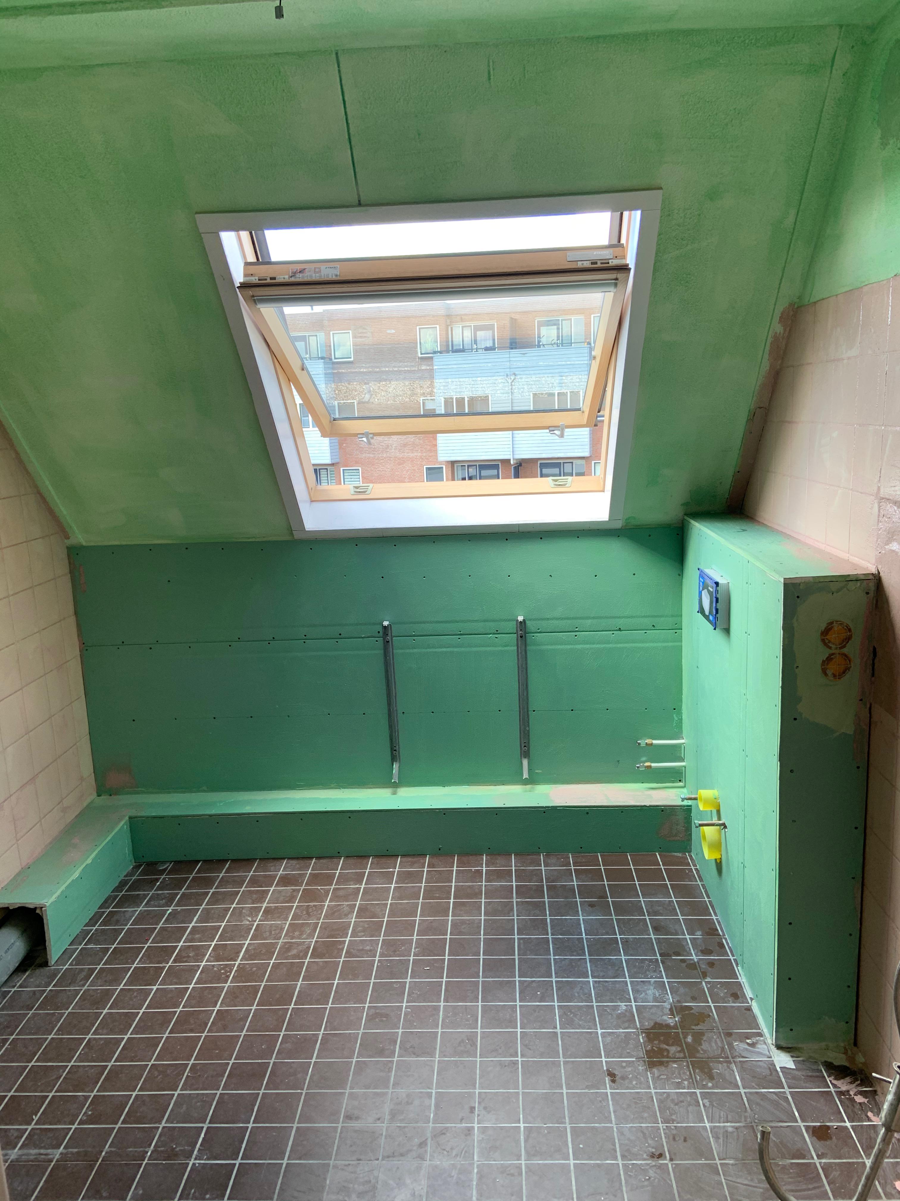 Badkamer wanden gereed voor sturen | JPM