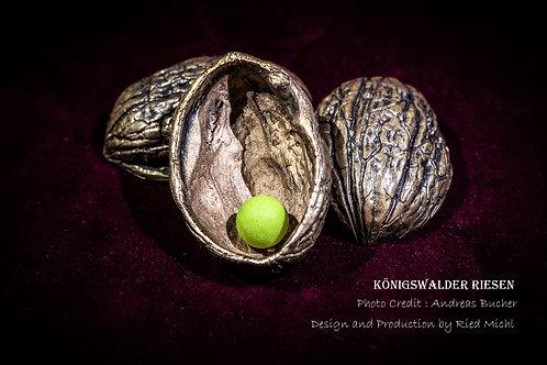 The Königswalder Riesen Shells bronze