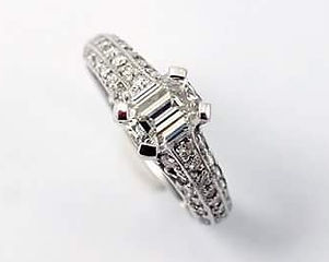 Emerald cut diamond 1,08 ct ring, with d