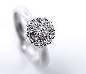 Klasyk, pierścionek zaręczynowy z brylan