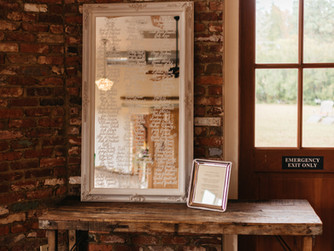 5 Ways to Use Mirrors as Signs at Your Wedding
