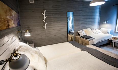 bedroom1downstairs.jpg