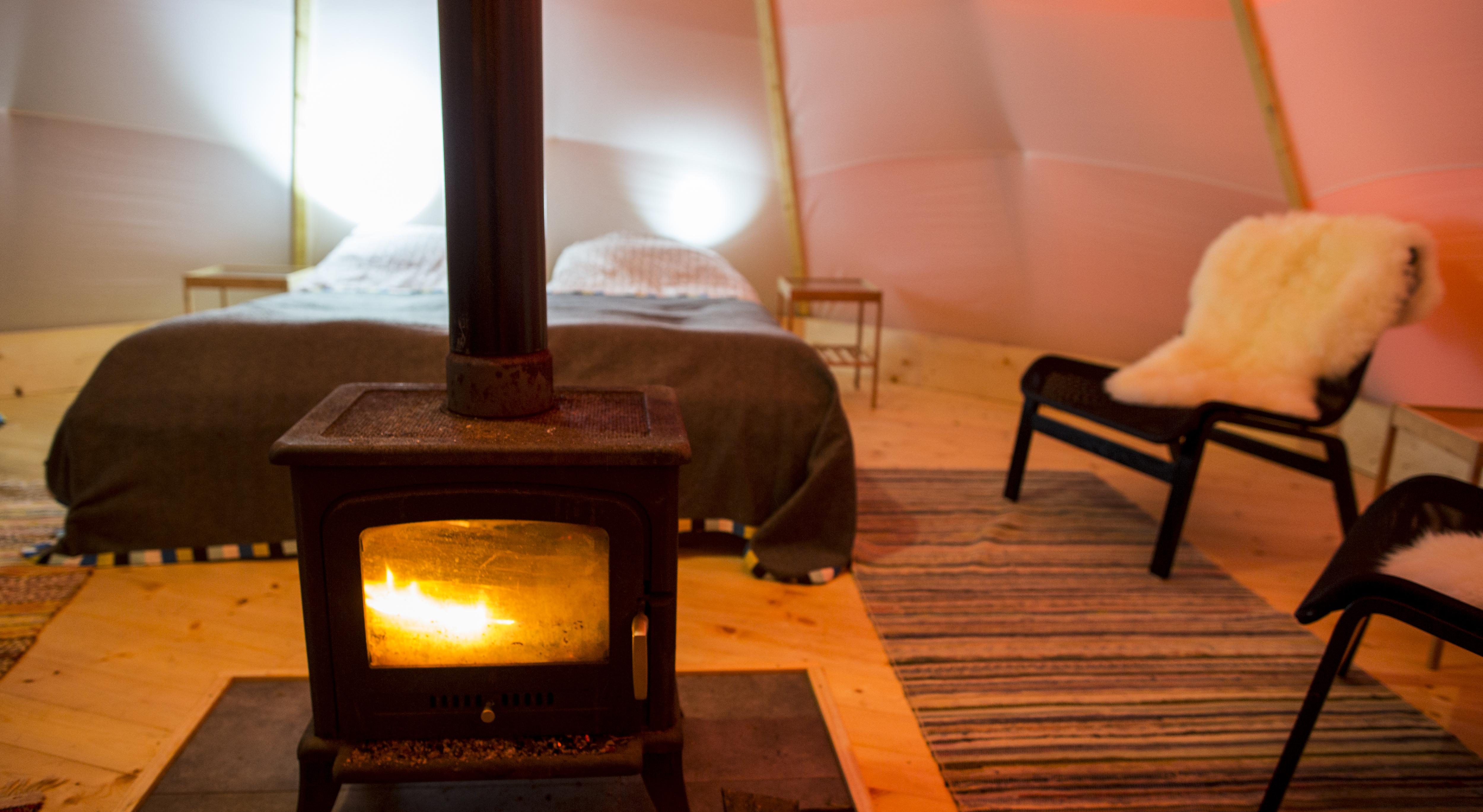 Bo äventyrligt, men ändå riktigt bekvämt på Aurora Safari Camp