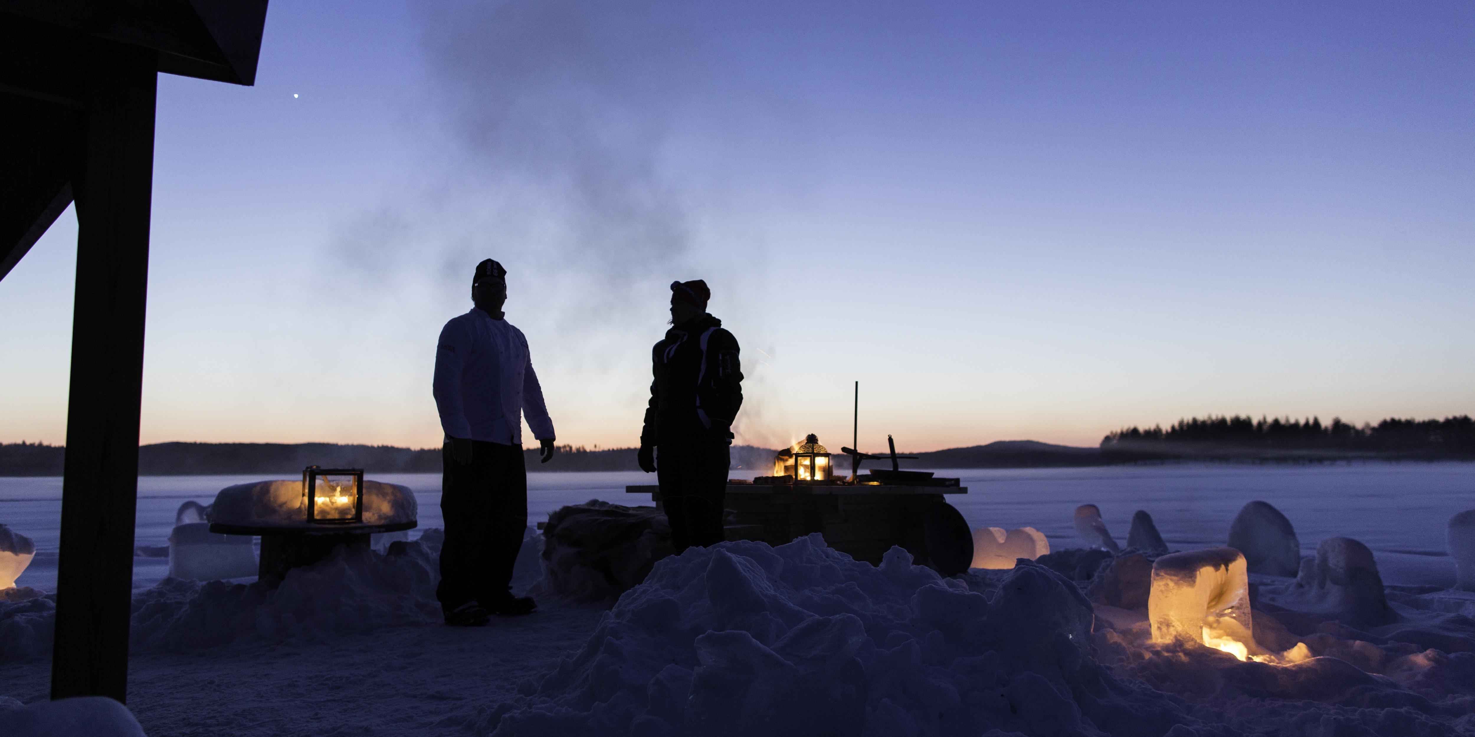 Vid ankomst med snöskoter till bastuflotten i isen