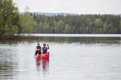 Hyr till kanoter och paddla lite varvat med bad och bastu!