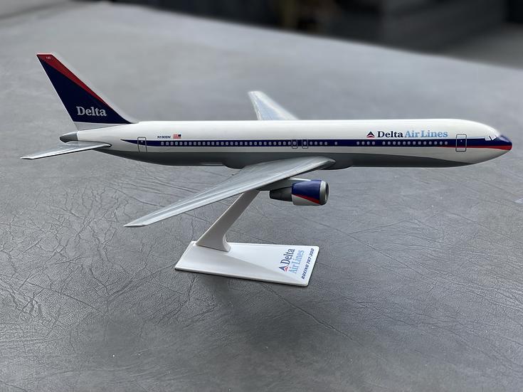 Delta 767-300 N190DN retro aircraft model
