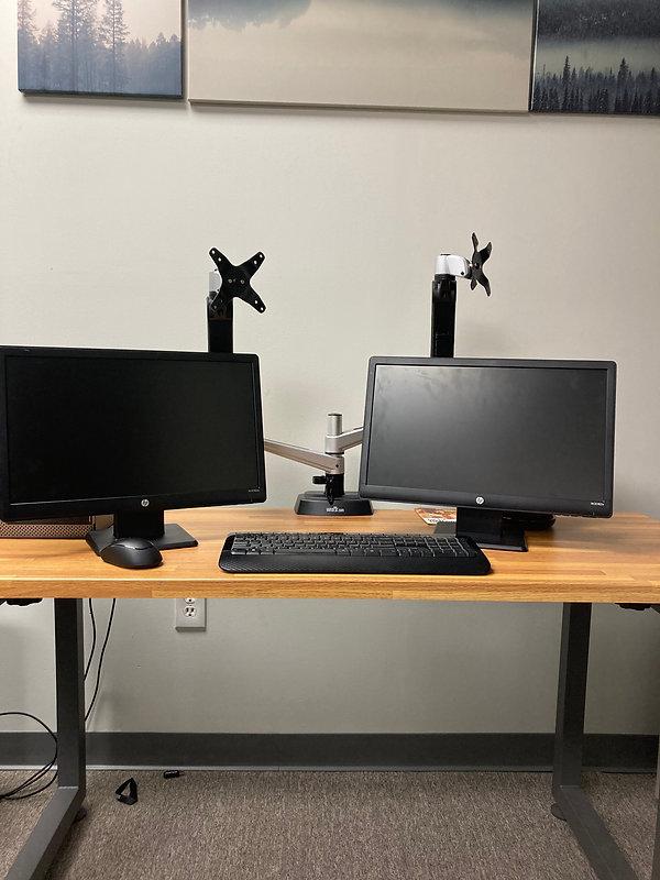 hp monitors, arms, wirelesss keyboard an