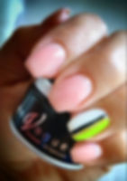 En-Vogue-nails-and-container.jpg