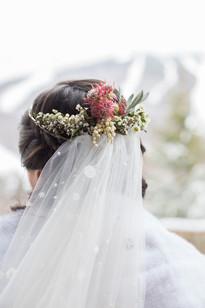 ideas-for-winter-wedding-headpiece.jpg