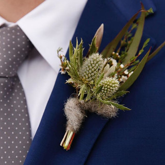 This boutonnière by _aschoolhousegarden 😍. Makes me feel all warm and cozy on this cold, wet day.jpg