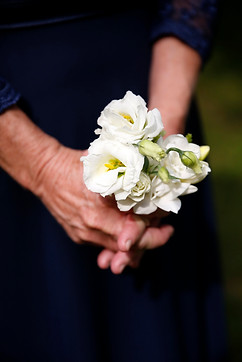 mother-of-the-bride-posy-new-england-wedding