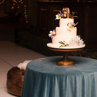 Luscious velvet linens from _latavolalinen and the most perfect cake stand from _sarahsstands complimented this very creative cake from _ver