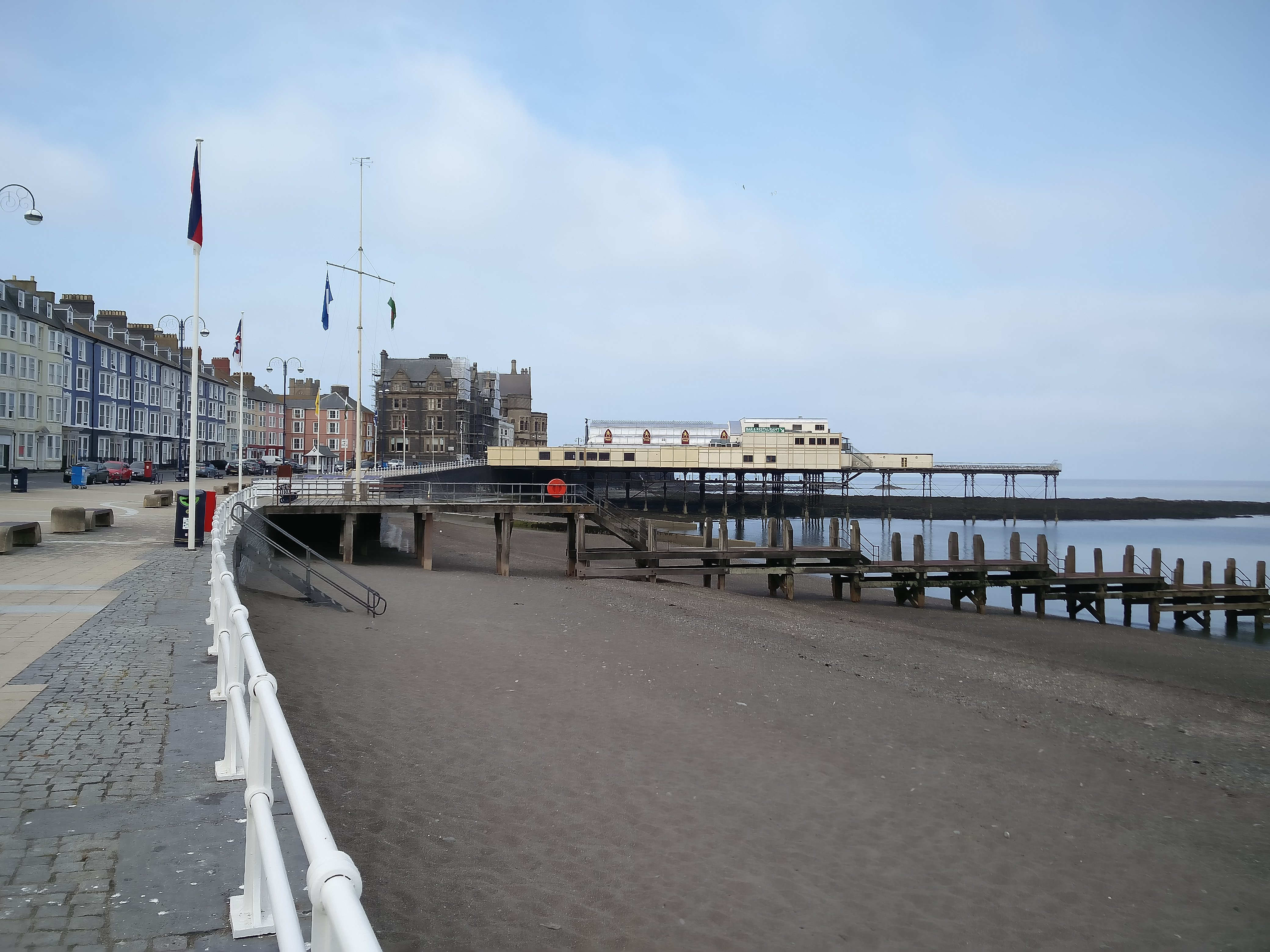 Aberystwyth_Pier_from_the_south_1
