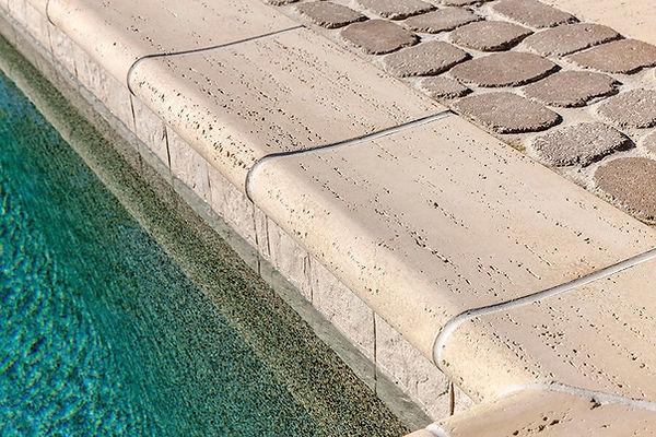 pool-coping-bali-travertina-raw-couronne