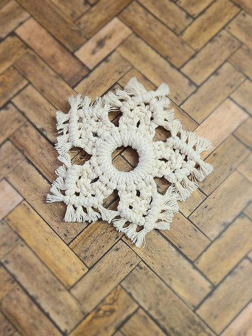 Macrame snowflake ornament (white)