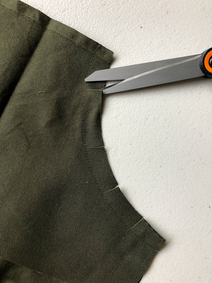 2. Curved Pockets & Side Seams