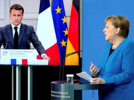 Actu en dessin : L'Oncle Sam espionne Angela Merkel à travers un trou de serrure danois