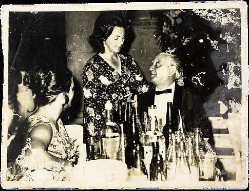 Bianor sentado ao lado de Rosicler (em pé) e sua filha, Maria Lúcia.