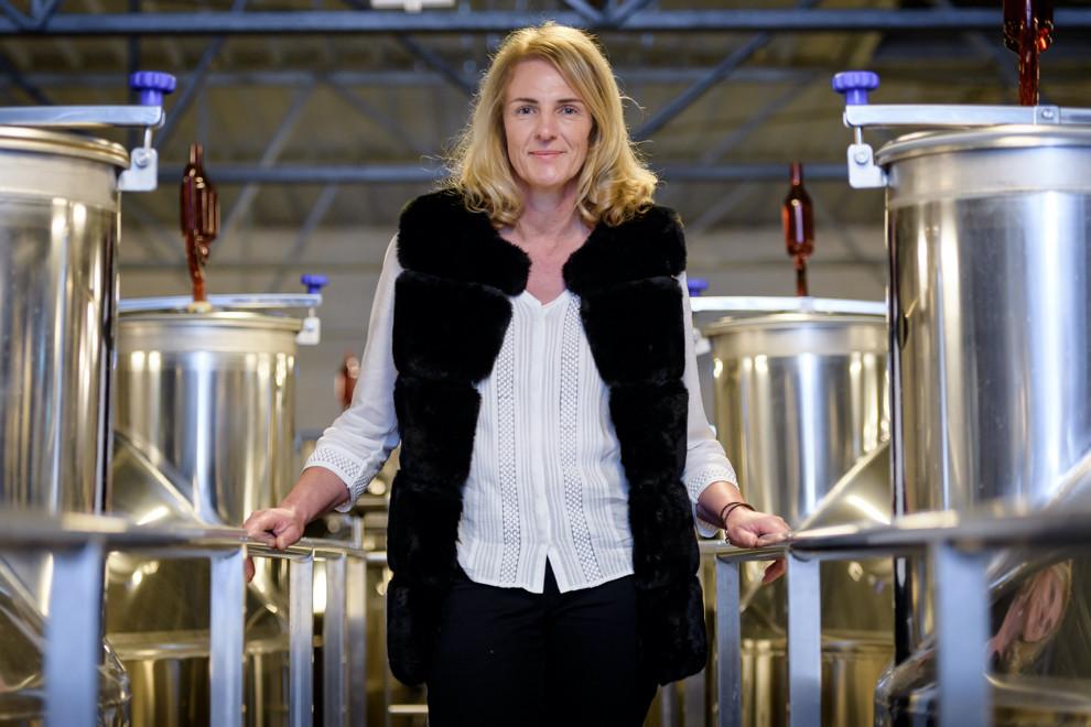 Isabelle Tellier, Chef de cave dans la cuverie de la maison Chanoine Frères