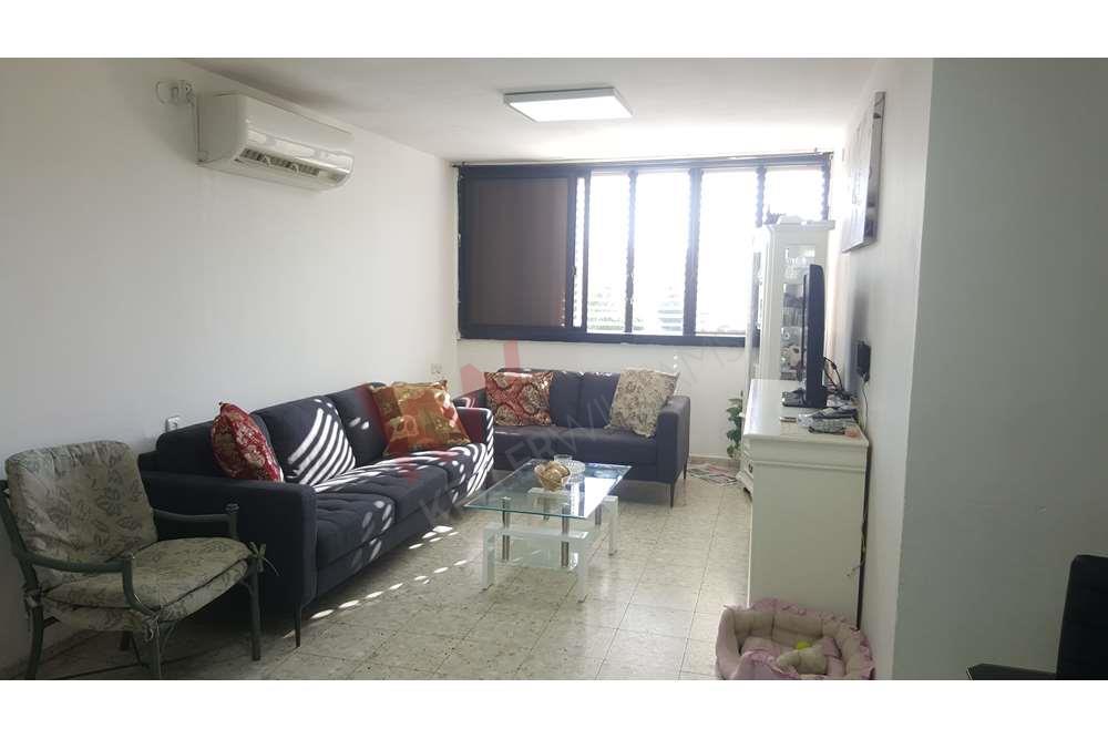 דירת 4 חדרים לזוג צעיר או השקעה