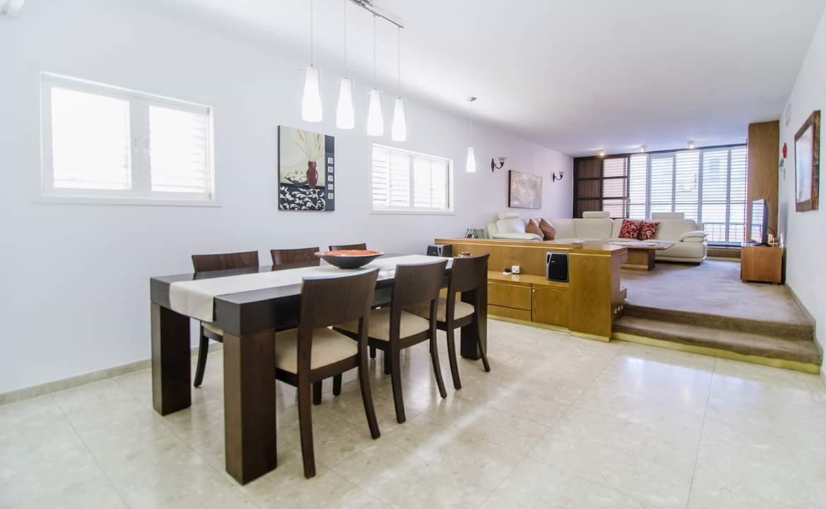 דירה למכירה 4 חדרים ברחוב ברנדה7