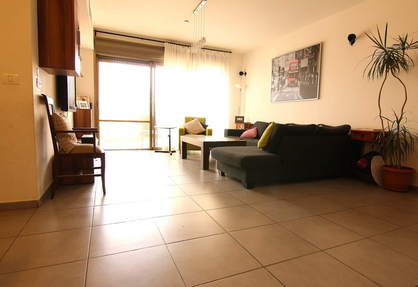 דירת 4 חדרים באם המושבות6