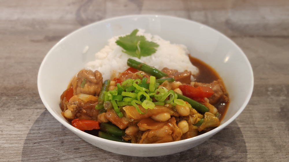Indonesian Tumis Ayam Sayur Kacang: stir-fried chicken and vegetables with white rice