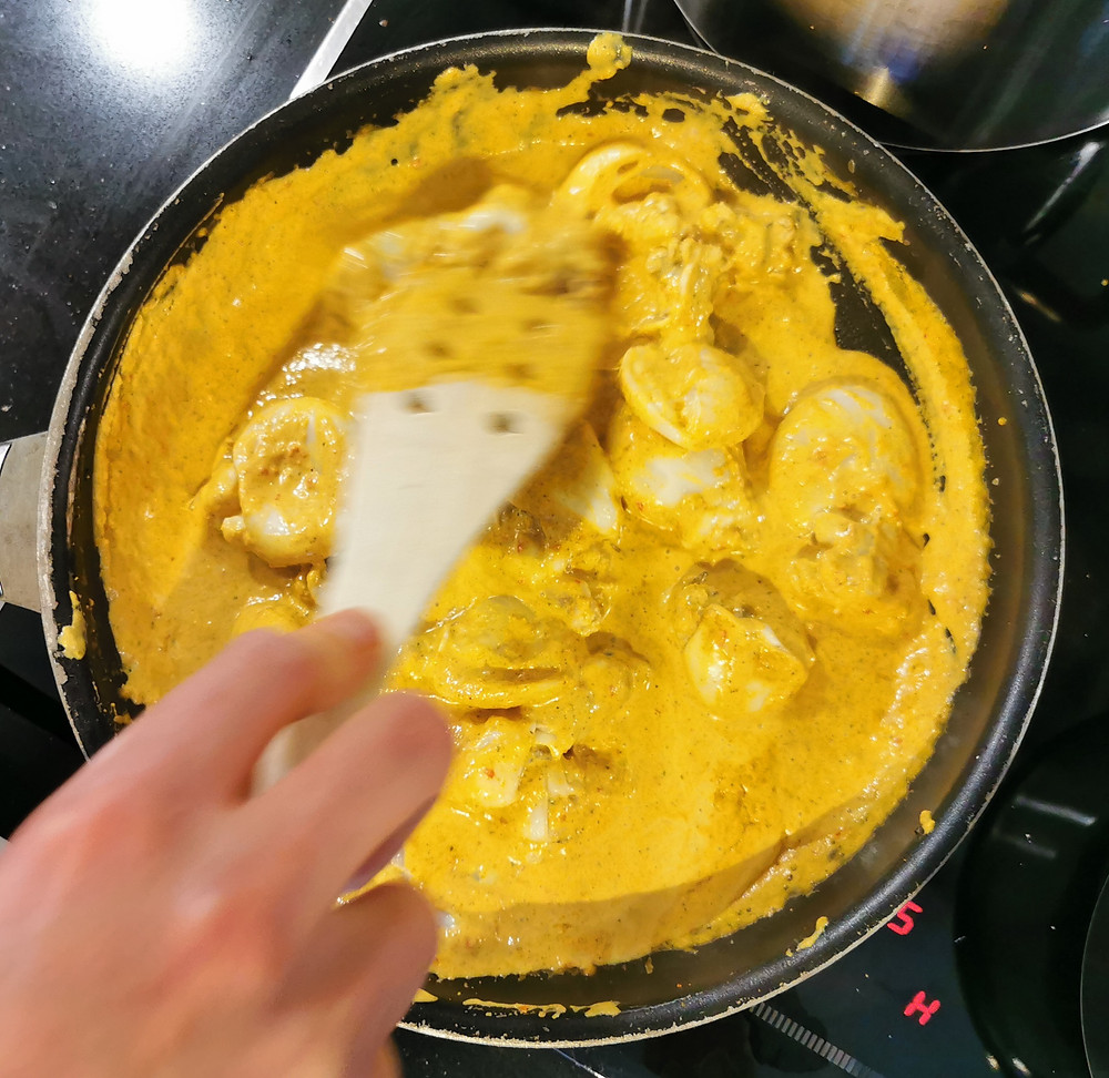 Kare Cumi, Indonesian squid coconut curry cooking in a pan