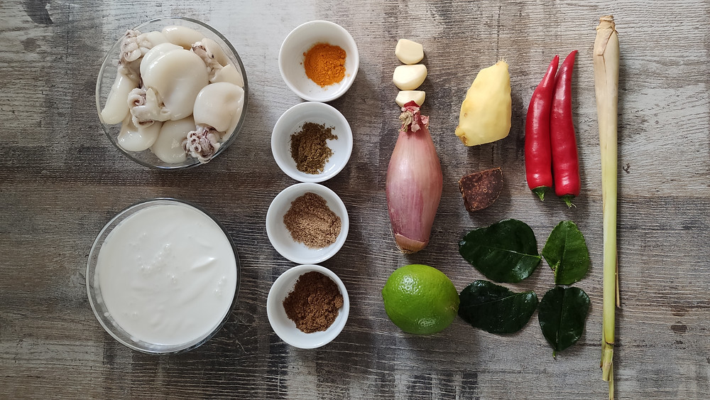 Kare Cumi, Indonesian squid coconut curry ingredients on a table