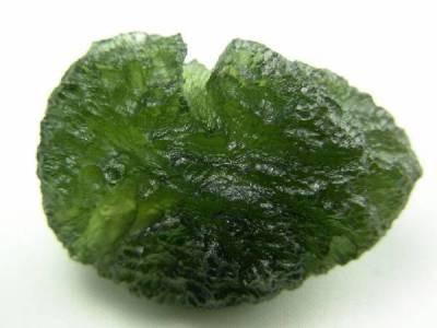 La moldavite est une pierre très particulière que j'utilise pendant mes consultations