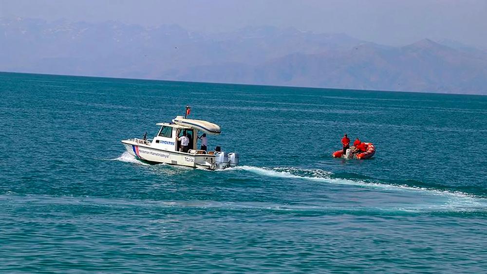 Van Gölü'nde batık tekne