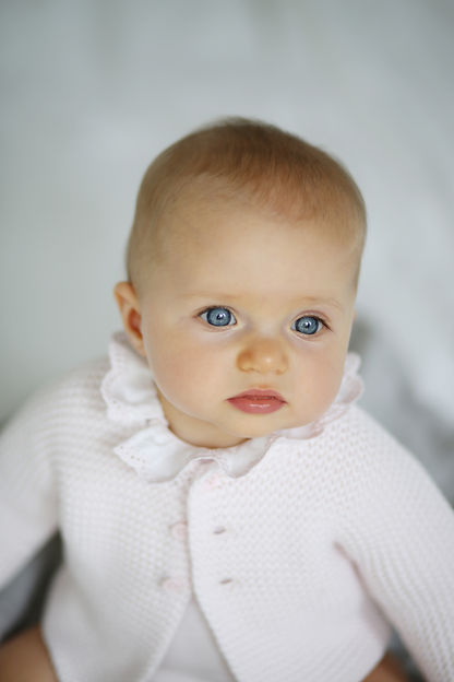 fillet bébé avec regard yeux bleur magnifique