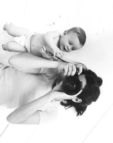 Audrey Ricoul en shooting avec un bébé