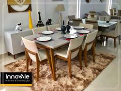Sala de jantar com 6 cadeiras.