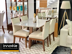 Sala de jantar com 4 cadeiras.