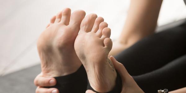 Yoga Toes Female Vikky Santana