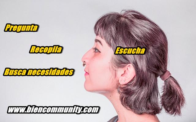 chica-escuchando-cliente-community-manager