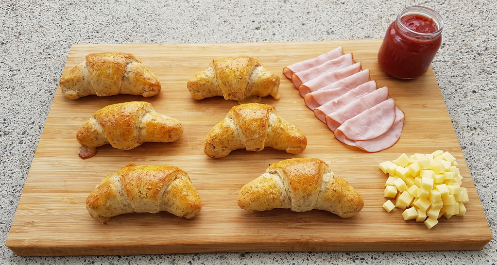 ost og skinkehorn